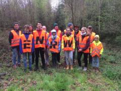 Mitglieder der Katholischen Jugend und der Jägerschaft Hausen beteiligten sich an der ENRW-Dorfputzete 2019.