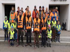 Vereinsmitglieder aus Horgen beteiligten sich an einer ENRW-Dorfputzete.