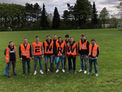 Mitglieder des Sportvereins Hausen beteiligten sich an der ENRW-Dorfputzete 2019.