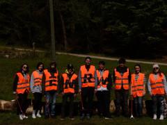 Mitglieder des BDKJ engagieren sich bei einer ENRW-Dorfputzete.