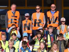 Schüler der Spaichinger Rupert-Mayer-Schule beteiligten sich an der ENRW-Dorfputzete 2019.