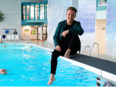 Jonas Weisser auf Sprungbrett im aquasol.