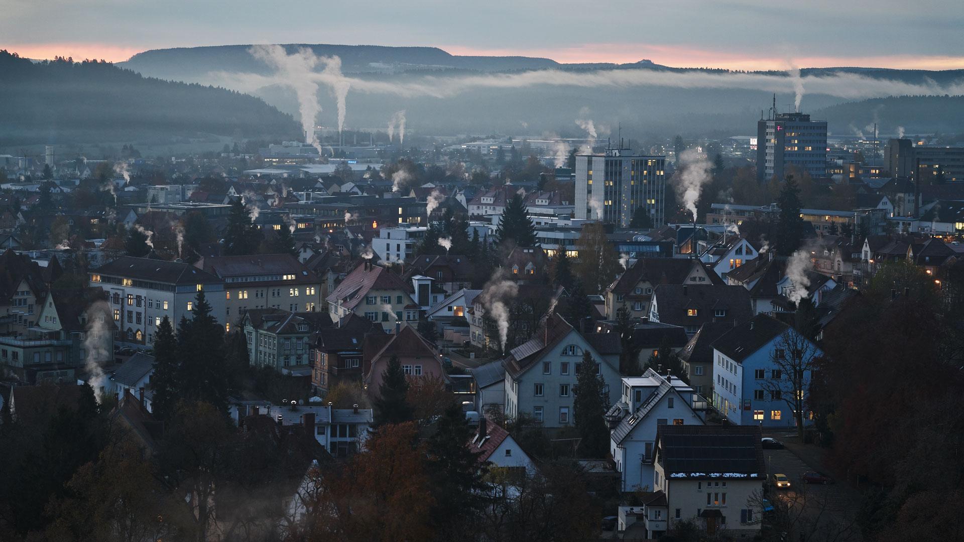 Blick vom Kapellenturm: Rauchende Schornsteine in Rottweil