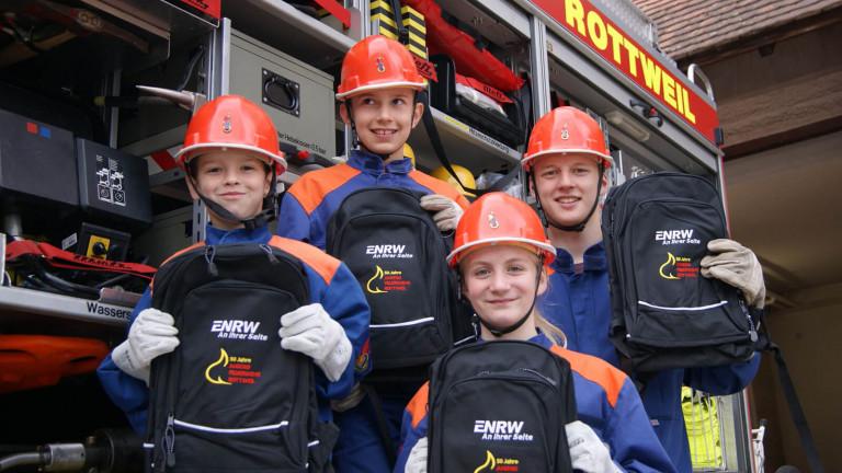 ENRW sponsert Rucksäcke: 50 Jahre Jugendfeuerwehr Rottweil