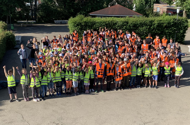 Schüler aus Zimmern beteiligten sich an der ENRW-Dorfputzete 2019.