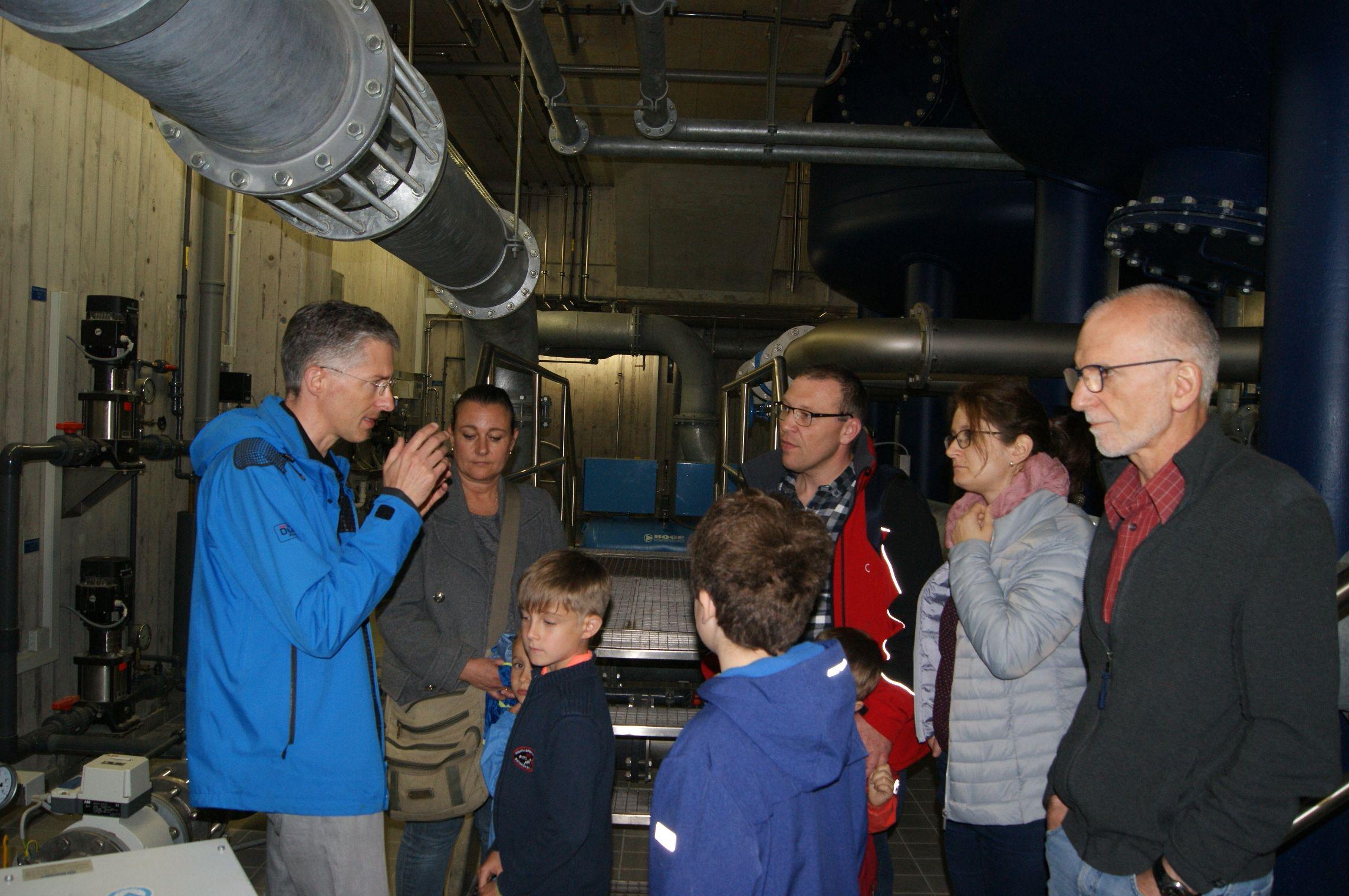 Interessierte informierten sich bei einer Führung im Hochbehälter Zimmern über die Rottweiler Trinkwasserversorgung.